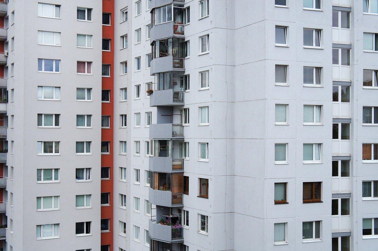 Pronájem bytu v Mostě v jedné z nejlepších možných lokalit – zjistěte, v jaké městské části je vyhovující občanská vybavenost i dopravní dostupnost zajišťující spojení s centrem města